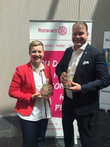 Lisa & Sven nahmen den Preis gerne entgegen.